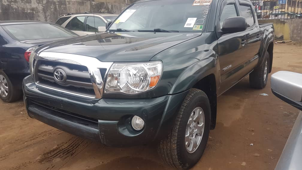 2009 Toyota Tacoma with auxiliary and reverse cam