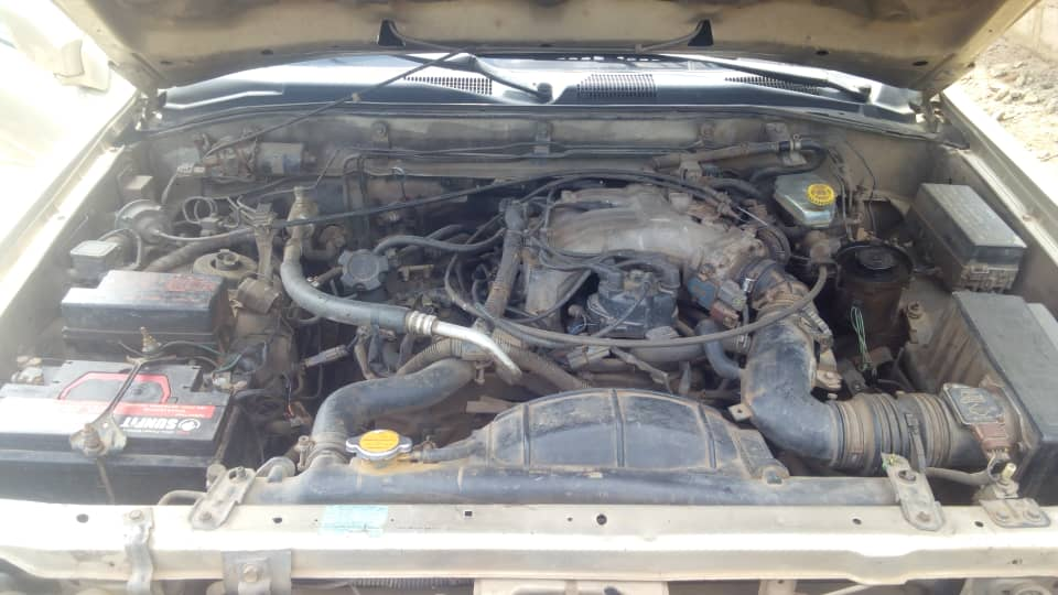 Cheap Nigeria used Nissan Pathfinder 2000 model for sale